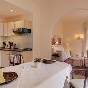 Küche, Esszimmer und Wohnzimmer