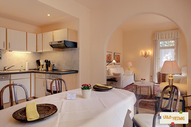 wohnzimmer esszimmer und kuche in einem villa bergerie les, Hause ideen