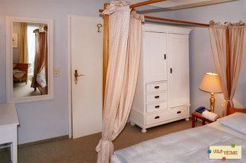 Ausgetauscher Kleiderschrank im Schlafzimmer