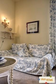 Neu eingerichtetes Wohnzimmer in FeWo Lilien