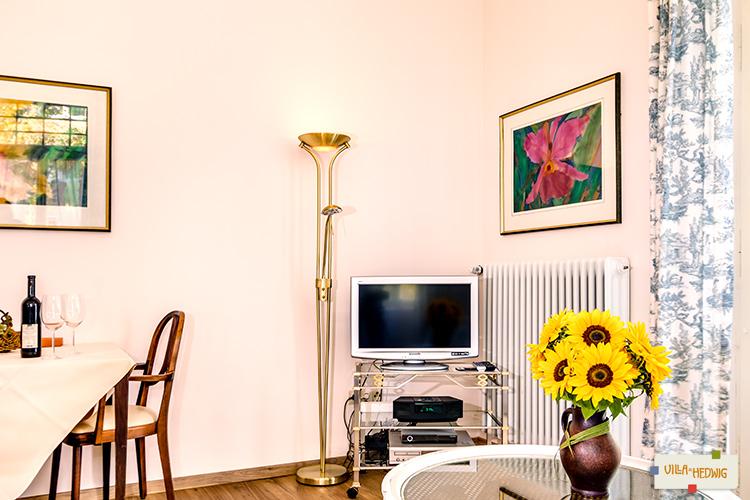 Wohnraum / Esstisch im Appartement Lilien