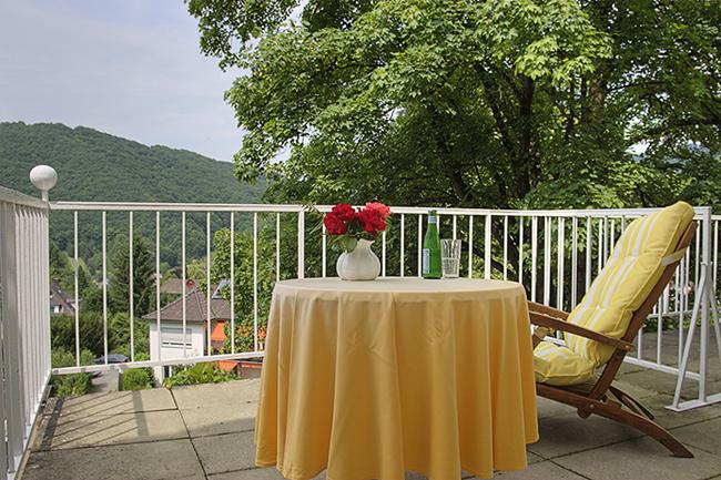 Balkon App Lilien